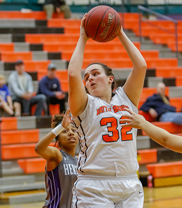Kelly Poteet Commits to WVC Women's Basketball